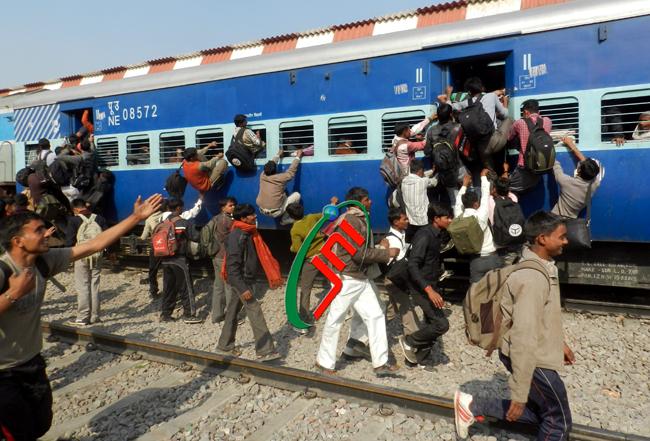 रेल मंत्रालय ने टिकट बुक करने के लिए आधार कार्ड को किया अनिवार्य!