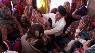 350 रुपये की खातिर पिता की हत्या कर भाई को घायल किया
