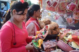 बाजारों में छाई नवरात्र की रौनक