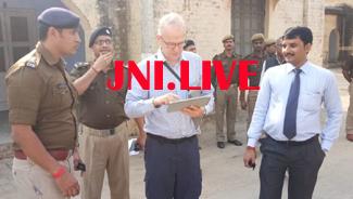82 वर्ष बाद इंग्लेंड से फतेहगढ़ आया मौत के घाट उतारे गए अंग्रेज एसपी का पौत्र