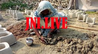 माटी के चूल्हों से रामनगरिया में रोजगार तलाश रही इंद्रा
