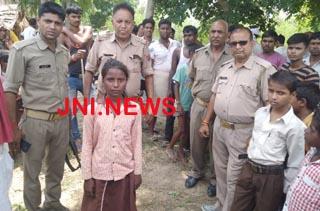 बदमाशों नें बालिका के हाथपैर बाँध खेत में फेंका